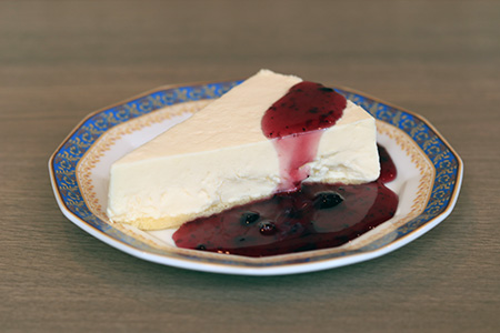 Rare cheese cake(Put the blueberries source)