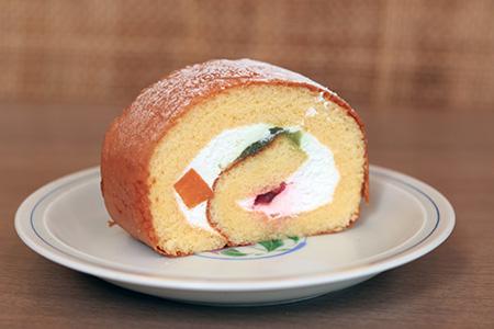 Roll cake (fruit)