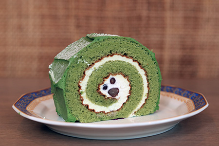 Roll cake (green tea red bean)
